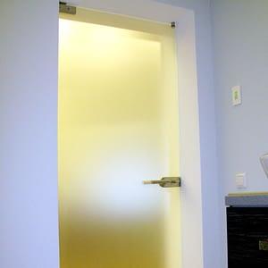 Stikla durvis; pilnstikla durvis; veramas durvis; starpsienas