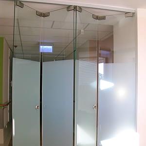 Pilnstikla starpsienas; stikla starpsienas; rūdīts stikls