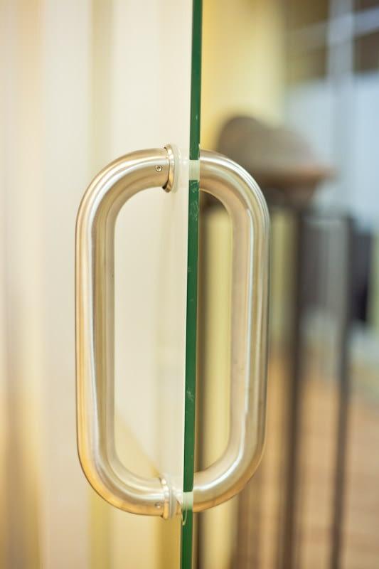 Rokturis stikla durvīm