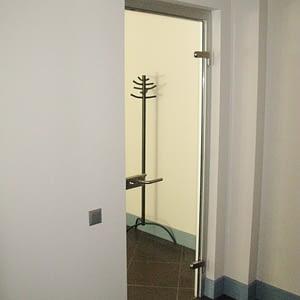 Stikla durvis; veramas durvis; durvju enges; starpsienas